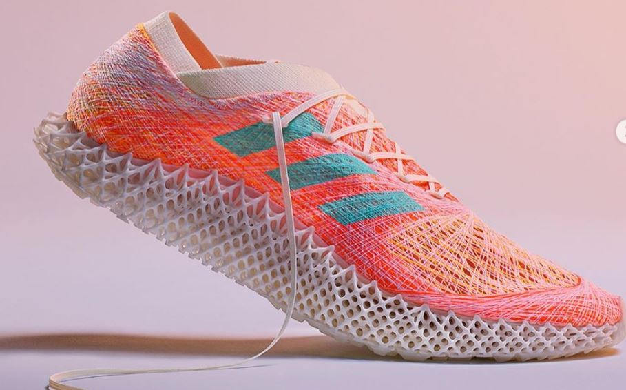 Adidas unveils innovative robot-woven sneakers They will go on sale next year Adidas has designed a new technology to create woven sneakers with manufacture studio Kram / Weisshaar. The designers have created Strung boots with a woven top that perfectly match the individual characteristics of the athlete's foot.